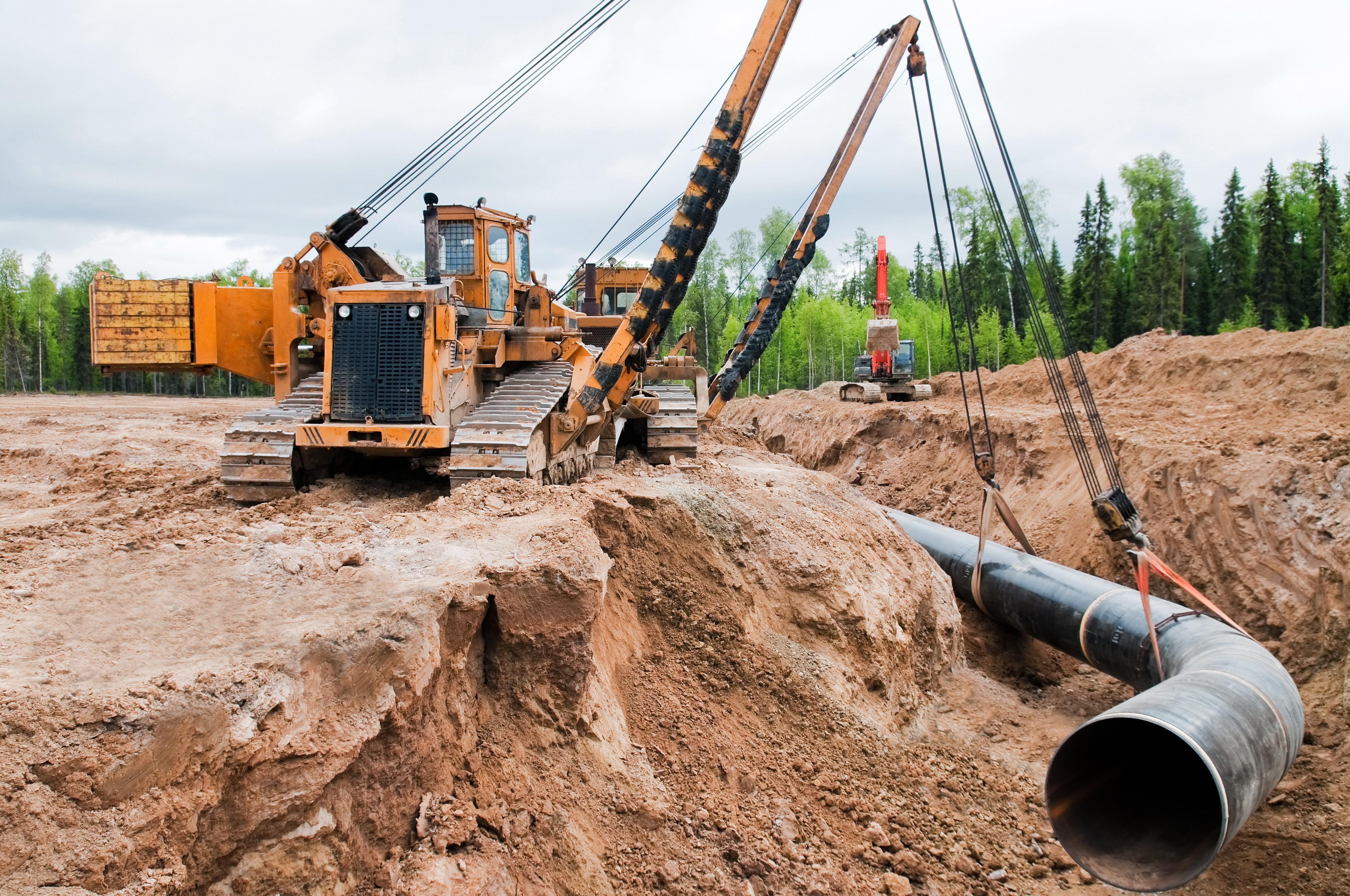 случаи фото строительство трубопровода поверх полупрозрачного белого