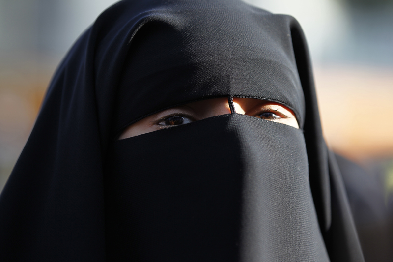 anniversary of france niqab ban passes almost unnoticed sojourners. Black Bedroom Furniture Sets. Home Design Ideas