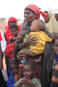 400px-Oxfam_East_Africa_-_Women_and_children_waiting_to_enter_Dadaab_camp