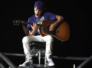 800px-Justin_Bieber_Hallenstadion_Zurich_Switzerland