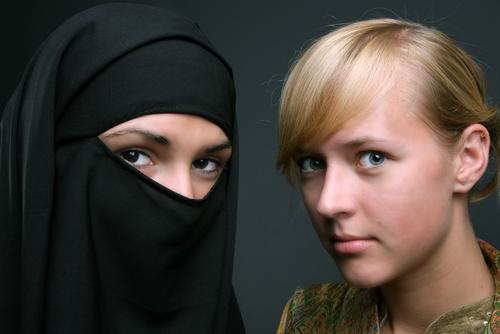 tată musulman interzice căsătoria fiicei creștine
