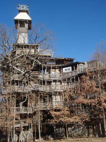 The Minister's Tree House in Crossville, Tennn. Photo via Wylio.