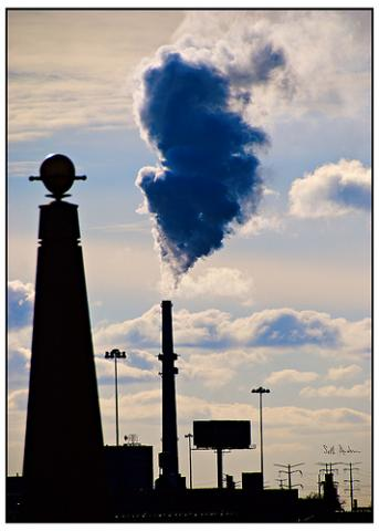 Fisk Generating Station in Chicago. Image via Wylio http://bit.ly/uc2Axj