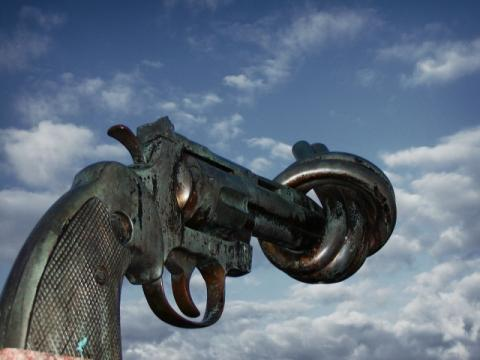 Non-Violence Gun Sculpture in Sweden. Image by Francois Polito via Wiki Commons.