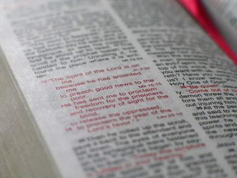 Red letter Bible via Wylio http://bit.ly/wk2149