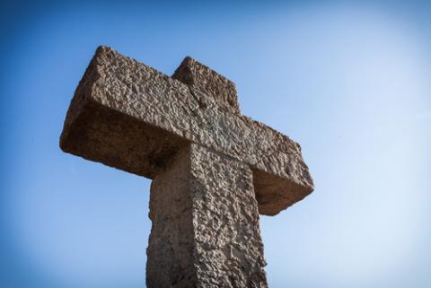 Photo: Cross, © Roman Tsubin / Shutterstock.com