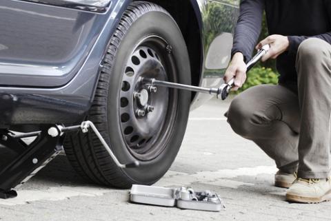 Changing a tire, mezzotint / Shutterstock.com
