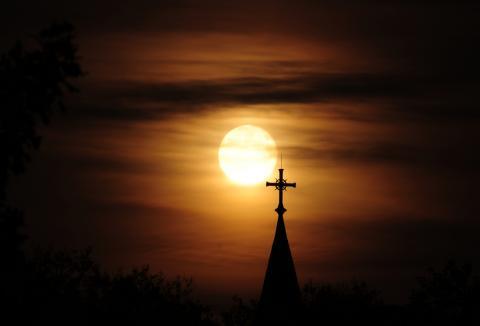 Church steeple at sunset. Image courtesy Nancy Bauer/shutterstock.com
