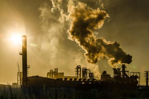 Air pollution, homydesign / Shutterstock.com