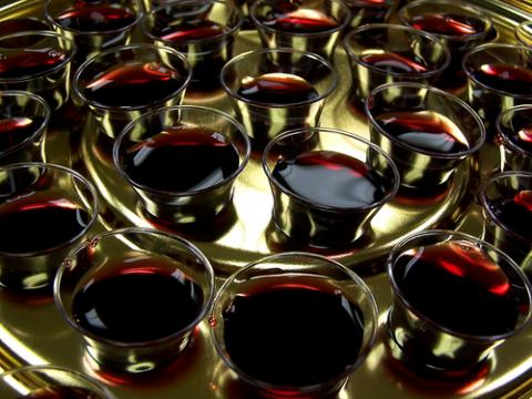 Communion wine, Dale Wagler / Shutterstock.com