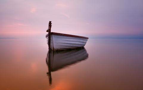 Boat on a silent sea, Hofhauser / Shutterstock.com