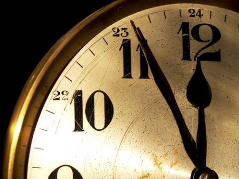 Clock photo, ritarita / Shutterstock.com