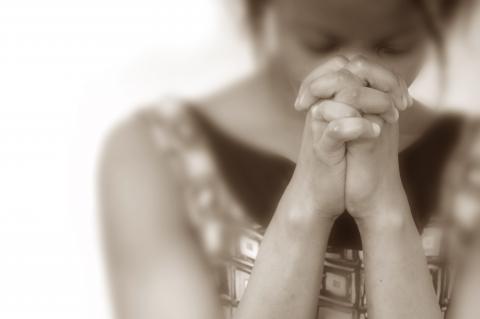 Praying woman, EML / Shutterstock.com