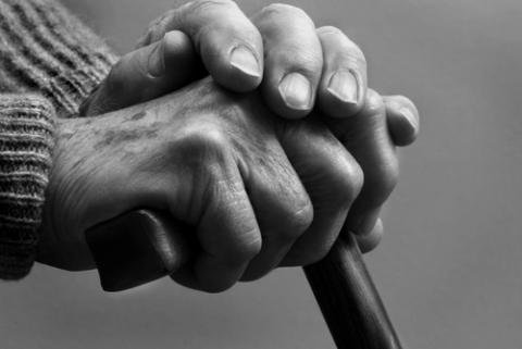 Hands of senior citizen, HixnHix / Shutterstock.com