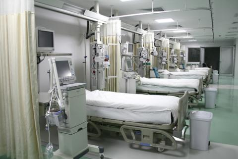 Hospital emergency room, muss / Shutterstock.com