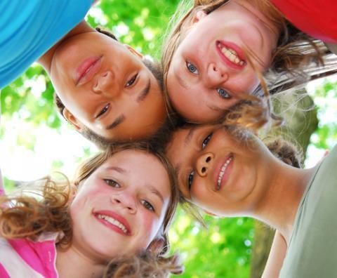 Preteen girls, Elena Elisseeva / Shutterstock.com
