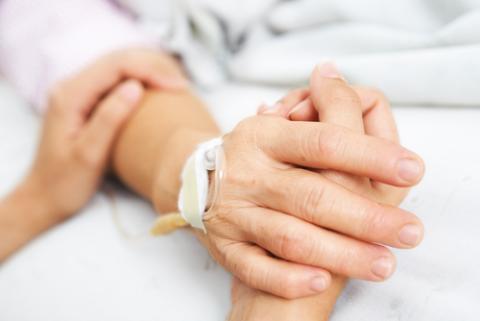 Daughter holding her mother's hand, OtnaYdur / Shutterstock.com