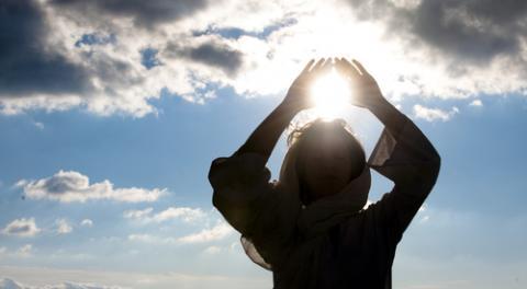 Young woman meditating, Luna Vandoorne / Shutterstock.com