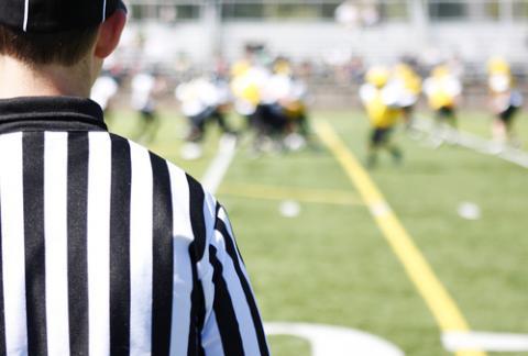 Referee on the field, Peter Kim / Shutterstock.com