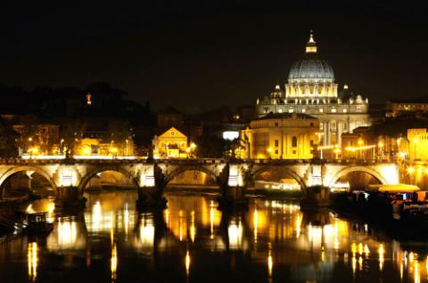 Vatican City at night, Vladimir Mucibabic / Shutterstock.com
