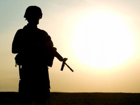 Silhouette of U.S. soldier, © Oleg Zabielin / Shutterstock.com