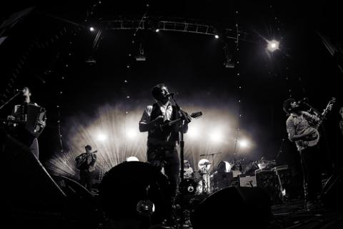Mumford and Sons play in Seattle, Mat Hayward / Shutterstock.com