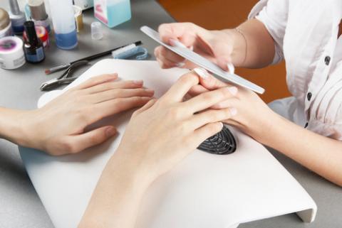 Manicure, Galina Mikhalishina / Shuttersock.com