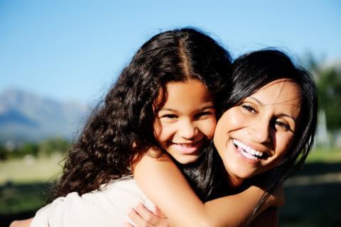 Mother and daughter, Warren Goldswain / Shutterstock.com