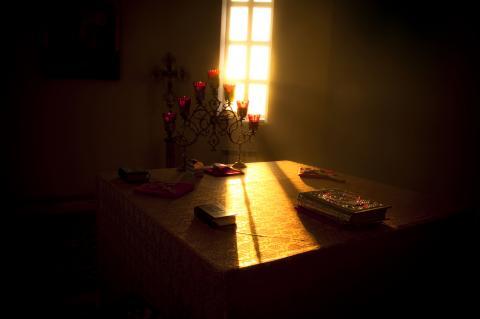 Altar image by ruskpp/Shutterstock.com.