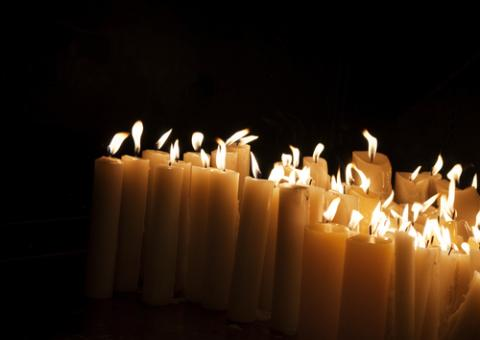 Church candles, Hitdelight / Shutterstock.com