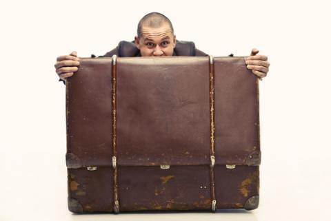 Excess baggage illustration, bezikus / Shutterstock.com