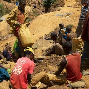 Tin miners at Nyabibwe, North Kivu. (Sasha Lezhnev/Enough Project)