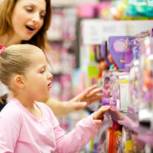 Photo: Mother and daughter shopping, © michaeljung / Shutterstock.com