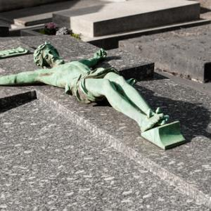 Photo: Statue of Jesus on the cross, HUANG Zheng / Shutterstock.com