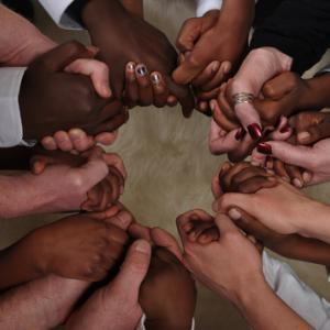 Photo: Prayer circle, © Brett Jorgensen / Shutterstock.com