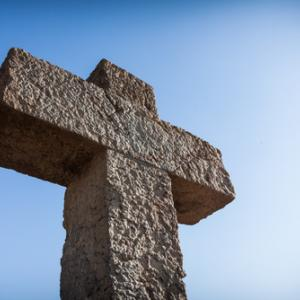 Photo: Cross, © Roman Tsubin / Shutterstock.com