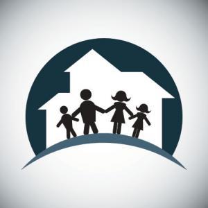 Family silhouette, Ye Liew / Shutterstock.com