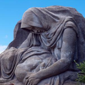 Grieving Mother Monument in Russia, ET1972 / Shutterstock.com