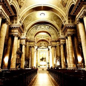 Catholic Cathedral Interior, Rechitan Sorin, Shutterstock.com