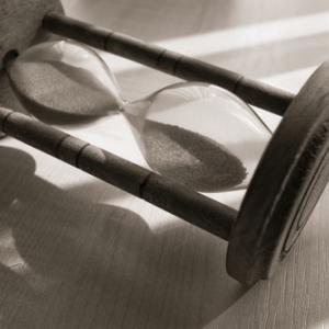 Photo: Hourglass, © Mihai Simonia/ Shutterstock.com