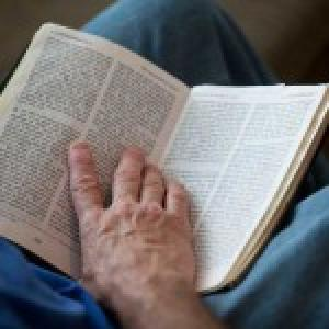 Reading the Bible. Image via RNS.