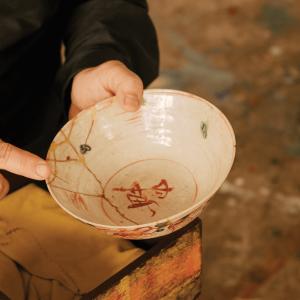 Mako Fujimura holds a bowl with golden kintsugi cracks.