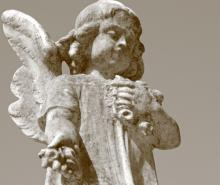 Angel statue, Malgorzata Kistryn / Shutterstock.com