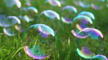 Bubbles, Sarahbean / Shutterstock.com