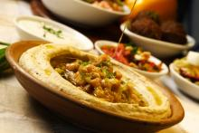Photo: Hummus plate, © Dan Peretz / Shutterstock.com