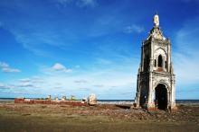 Fallen church, vietnamphotos / Shutterstock.com