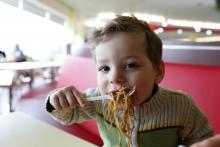 Child eating noodles, Chubykin Arkady / Shutterstock.com