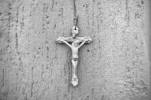 Crucifix, Julio Aldana / Shutterstock.com
