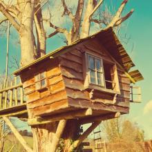 Playhouse, mubus7 / Shutterstock.com