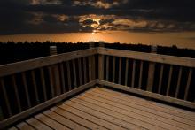 Sunset, Beth Van Trees / Shutterstock.com